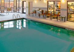 芝加哥绍姆堡/伍德菲尔德购物中心万怡酒店 - 绍姆堡 - 游泳池