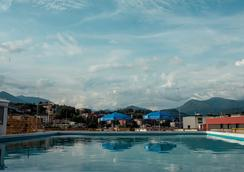 卢加诺中心假日酒店 - 卢加诺 - 游泳池