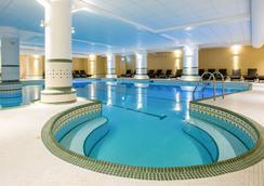 敦斯顿殿-Q酒店 - 诺里奇 - 游泳池