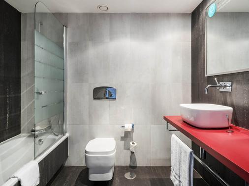 马德里伊鲁尼套房酒店 - 马德里 - 浴室
