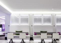 马德里伊鲁尼套房酒店 - 马德里 - 休息厅