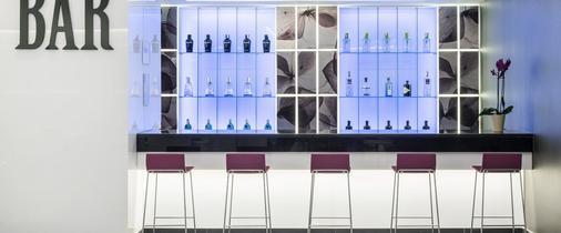 马德里伊鲁尼套房酒店 - 马德里 - 酒吧