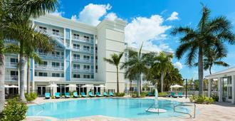 基韦斯特24北部酒店 - 基韦斯特 - 游泳池