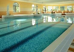 城堡庭院温泉及休闲酒店 - Westport - 游泳池
