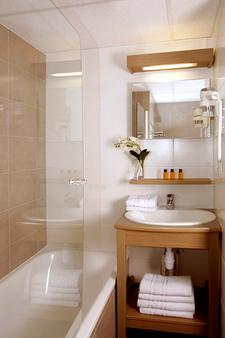 法国之地 - 坎佩尔布列塔尼公寓式酒店 - 坎佩尔 - 浴室