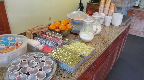 菲布丽酒店及套房 - 莱文沃思(华盛顿州) - 自助餐