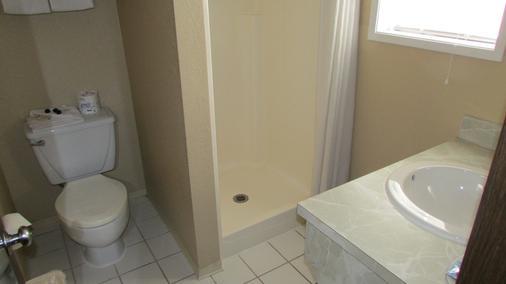 菲布丽酒店及套房 - 莱文沃思(华盛顿州) - 浴室