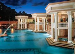 考埃岛海滩俱乐部万豪酒店 - 利胡埃 - 游泳池