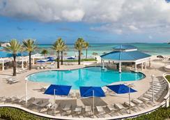 楝拿骚海滩酒店 - - 拿骚 - 游泳池