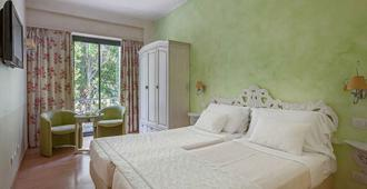 橄榄温泉与天然Spa酒店 - 西尔米奥奈 - 睡房