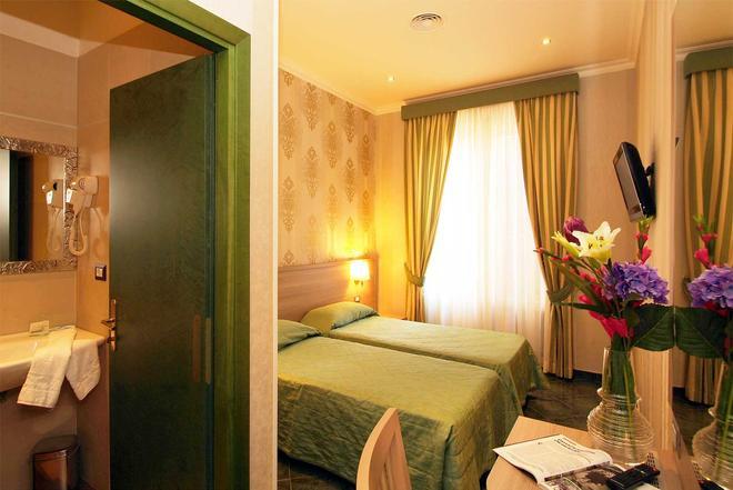 罗马阿根廷酒店 - 罗马 - 睡房