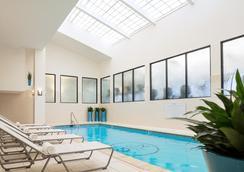 桂尼纽波特度假村码头酒店 - 纽波特 - 游泳池