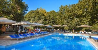 贝斯特韦斯特普拉斯国会酒店 - 埃里温 - 游泳池