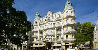 玛丽亚温泉波西米亚奥雷阿 Spa 酒店 - 玛丽亚温泉市 - 建筑