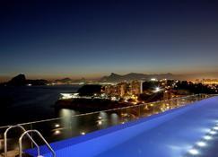 尼特罗伊酒店 - 尼泰罗伊 - 游泳池