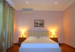 维多利亚索克地拉那旅馆 - 地拉那 - 睡房