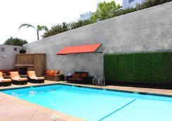 洛杉矶美好生活精品酒店 - 洛杉矶 - 游泳池