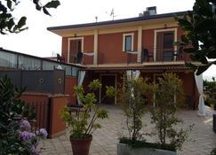 瓦伦蒂娜陶尔米纳别墅民宿 - 陶尔米纳 - 建筑