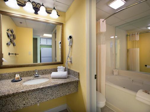 浪翠园海滨度假酒店 - 默特尔比奇 - 浴室