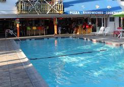 Los Angeles Backpackers Paradise Hostel - 英格尔伍德 - 游泳池