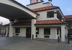 小岛套房好百机场酒店 - 休斯顿 - 建筑