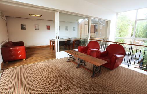 威尔斯登格林帕尔默斯山泉酒店 - 伦敦 - 客厅