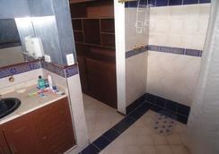 Hostal Los Juanes - Hostel - Armenia - 浴室
