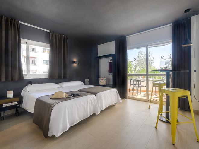 普莱雅索尔二号公寓 - 伊维萨镇 - 睡房