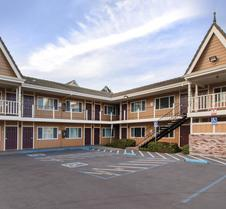 尤里卡 - 红杉区品质酒店