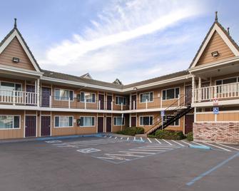 凯艺酒店-尤里卡雷德伍兹区 - 尤里卡 - 建筑