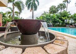 迈阿密瑞珍斯酒店 - 迈阿密 - 游泳池