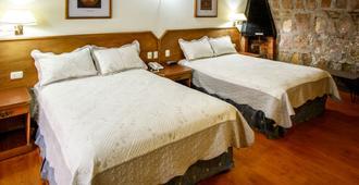 韦斯塔贝拉旅馆酒店 - 莫雷利亚 - 睡房