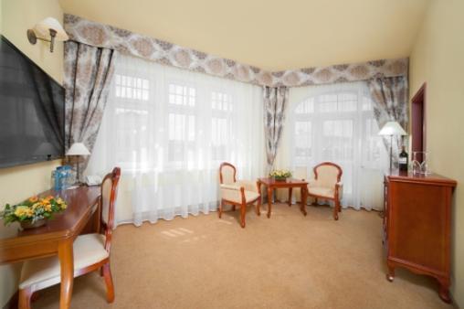 欧罗比斯基罗瓦中心酒店 - Wroclaw - 客厅