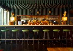 Mccarren Hotel & Pool - 布鲁克林 - 酒吧