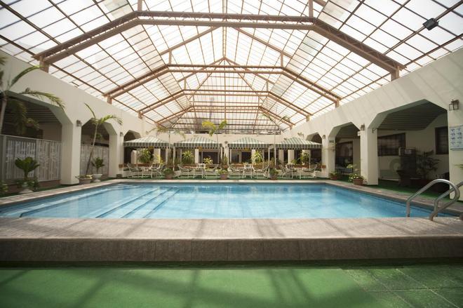 华美达酒店 - 瓜亚基尔 - 游泳池
