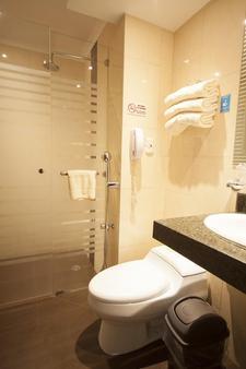 华美达酒店 - 瓜亚基尔 - 浴室