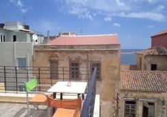 莫非斯鸟巢酒店 - 哈尼亚 - 阳台