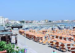 Hotel Maria Serena - 里米尼 - 海滩