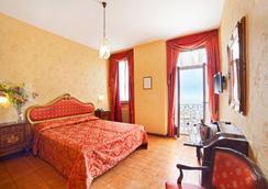 SunHotel Le Palme - Limone sul Garda - 睡房