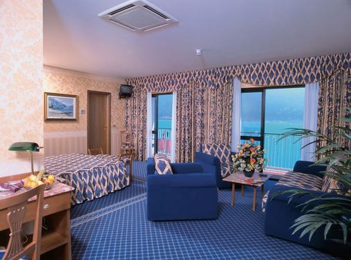 富丽堂皇的宫殿酒店 - Limone sul Garda - 客厅