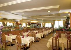 富丽堂皇的宫殿酒店 - Limone sul Garda - 餐馆