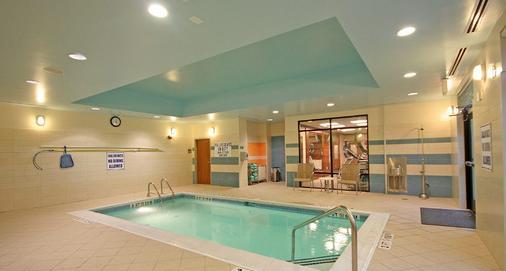 北查尔斯顿春季山丘万豪套房酒店 - 北查尔斯顿 - 游泳池