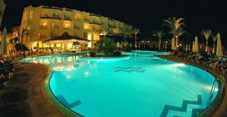 希尔顿鲨鱼湾度假酒店 - 沙姆沙伊赫