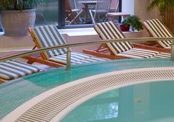 布鲁塞尔伯莱蒙特西尔肯酒店 - 布鲁塞尔 - 游泳池