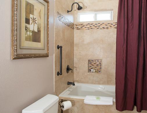皇冠城堡酒店 - 索尔万 - 浴室
