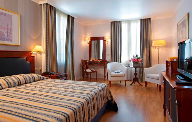 迪奥森尼亚酒店 - 雅典 - 睡房