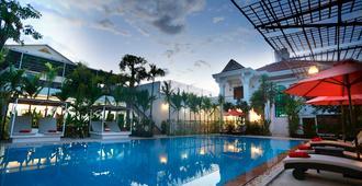 玫瑰皇家精品酒店 - 暹粒 - 游泳池