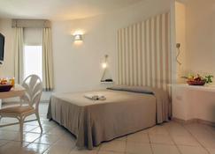 马雷皮内塔酒店 - 普拉(撒丁岛) - 睡房