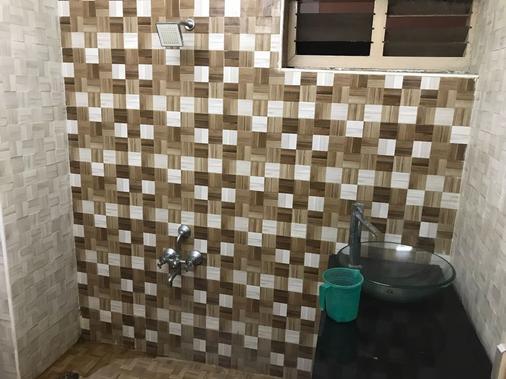 拉吉旅居酒店 - 金奈 - 浴室