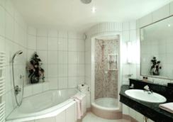 吉尔奇乐温暖酒店 - 图克斯 - 浴室